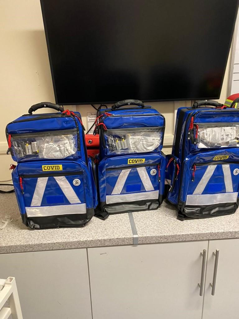 Plecaki ze sprzętem i lekami zespołu MErIT